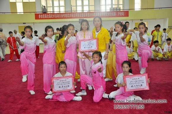 少林寺武校女弟子们在运动会上获得奖项